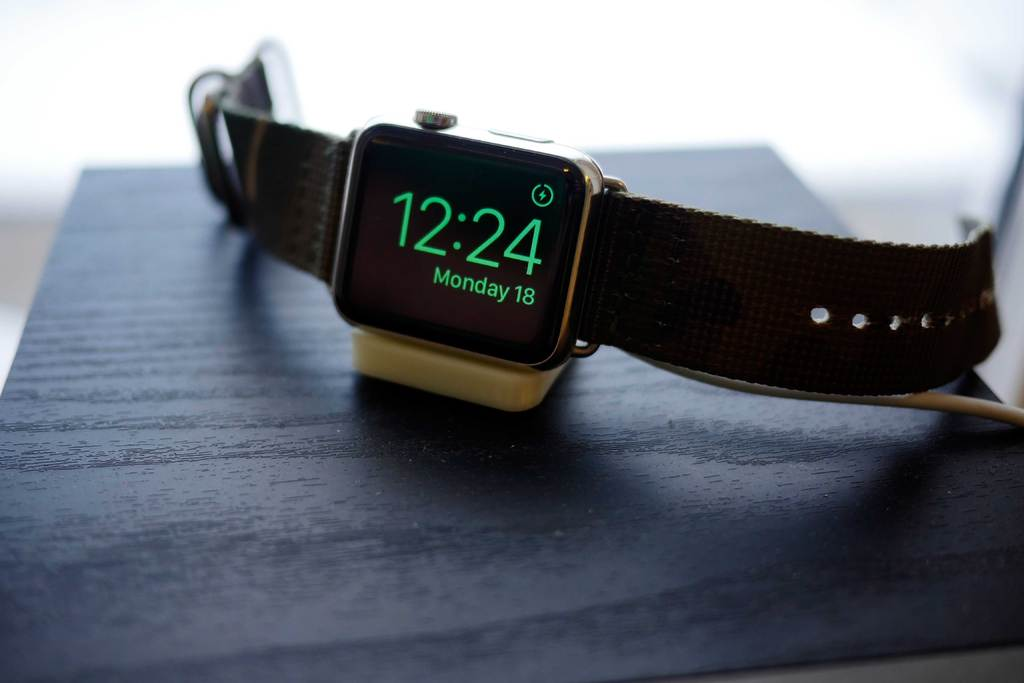 Tiny Apple Watch Stand Tutucu Masaüstü